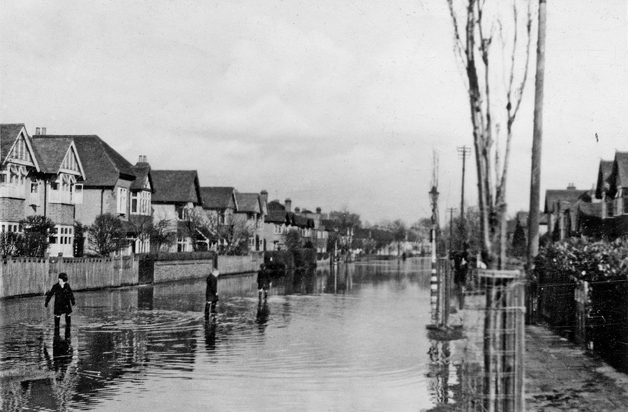 031947%20Floods%20Clarence%20Road%20Brid