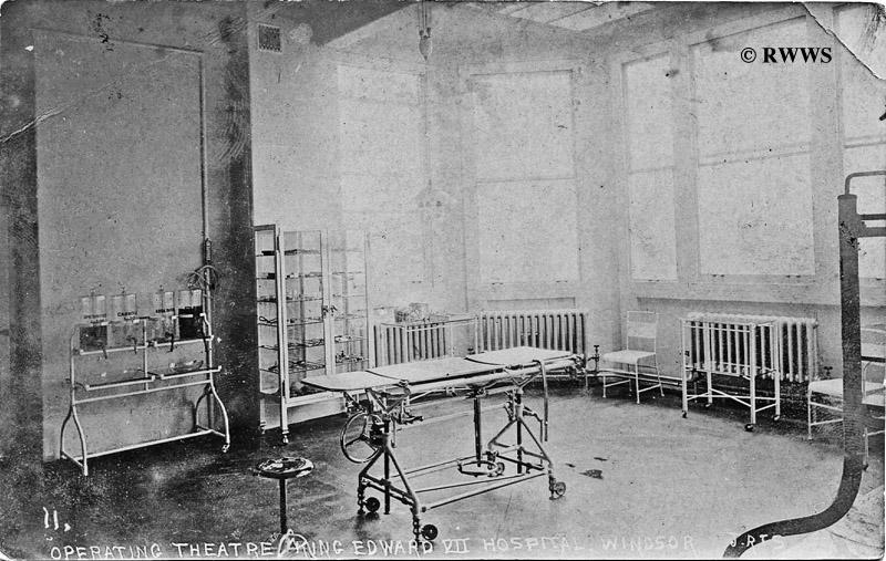 1909KingEdwardHospitalOperatingTheatre%2