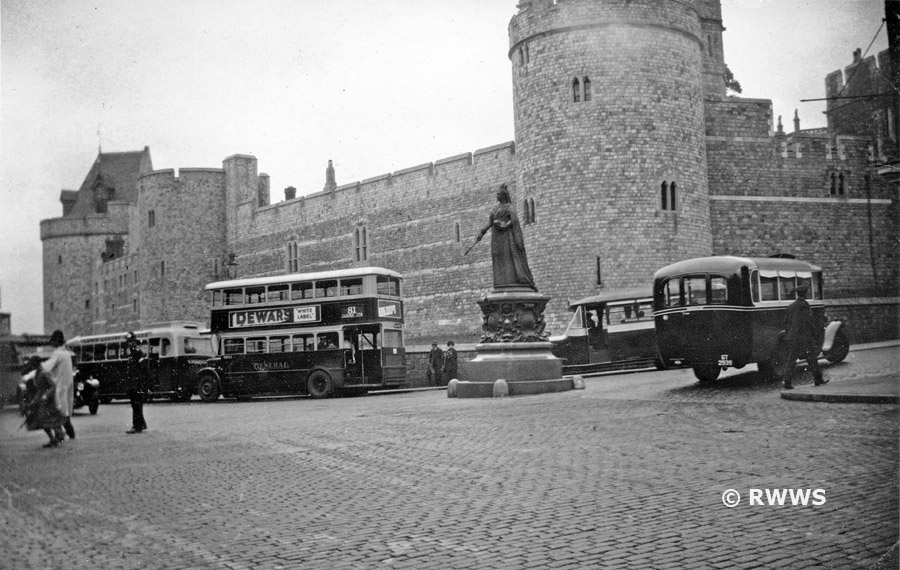 c1933%20Buses%20at%20Castle%20Hill%20900